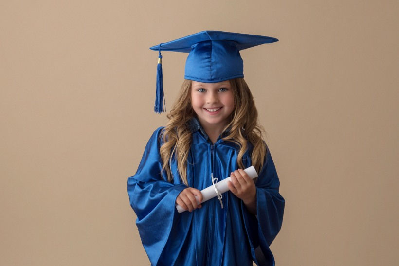 Fort McMurray photographer, Fort McMurray child photographer, Kinder Grad Sessions, Kinder Grad minis, cap and gown, portraits